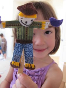 Projects for Preschoolers - Scarecrow Roundup on Alldonemonkey.com